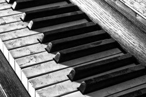 piano keys, dirty, dusty, needs cleaned